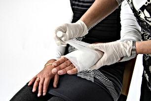 first-aid-1882053_1920.jpg