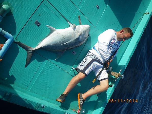 Трофейная рыбалка Мальдивы гигантский каранкс