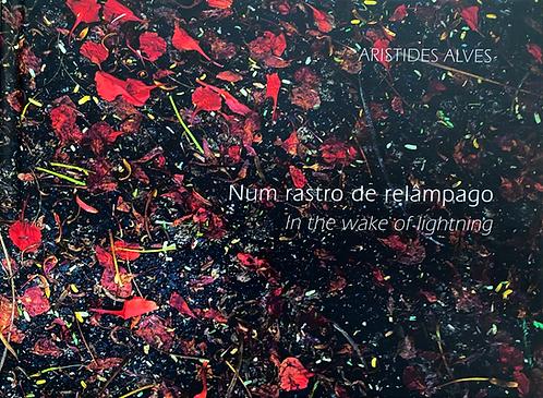 Num rastro de relâmpago - Aristides Alves