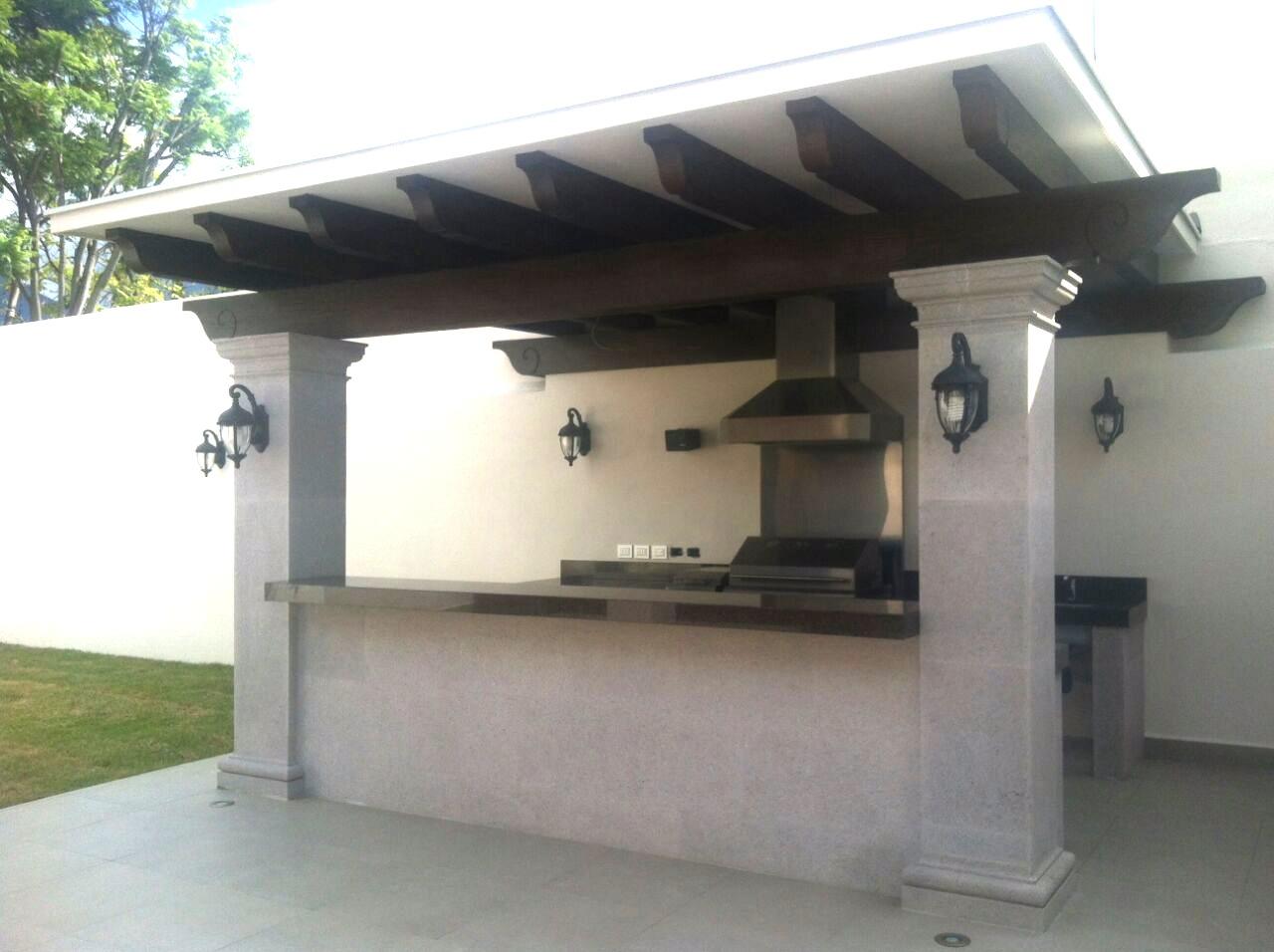 Convierte tu jard n en una terraza con cocina exterior for Barras para exterior jardin