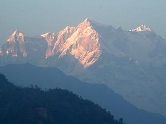 Un jour d'avril à Guptkashi... sous ma tente, inspirée par l'immensité de l'Himalaya.