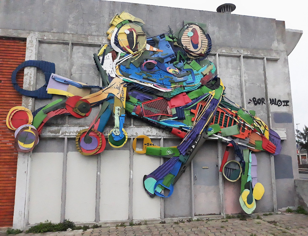 Frog installation by Bordalo II, Beato, Lisbon - Picture taken by Artrootz
