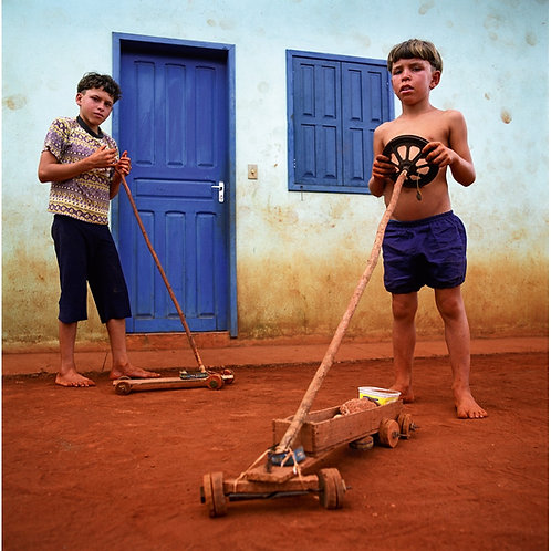 Carrinhos/ Boys with car toys by Pedro David