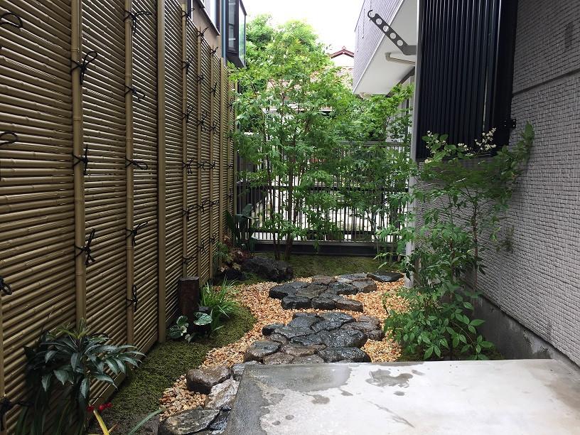坪庭(苔と延べ段)2