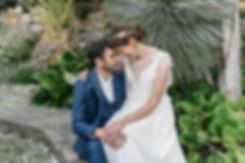 portrait de maries en Provence, a Toulon, aux pins penches.