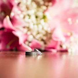 #ringshot #weddingring #instawed #engagementring #ring #jewellery #bouquet #weddingstory #irishweddi