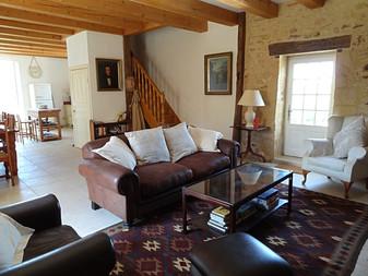 Expansive lounge