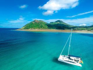 5 Reasons to #GoBareboating!