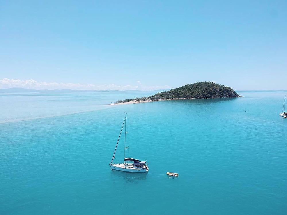 Whitsunday Sailing - @thesailingyogi