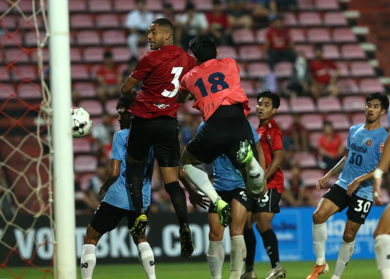 Lucas Rocha heads in the winning goal