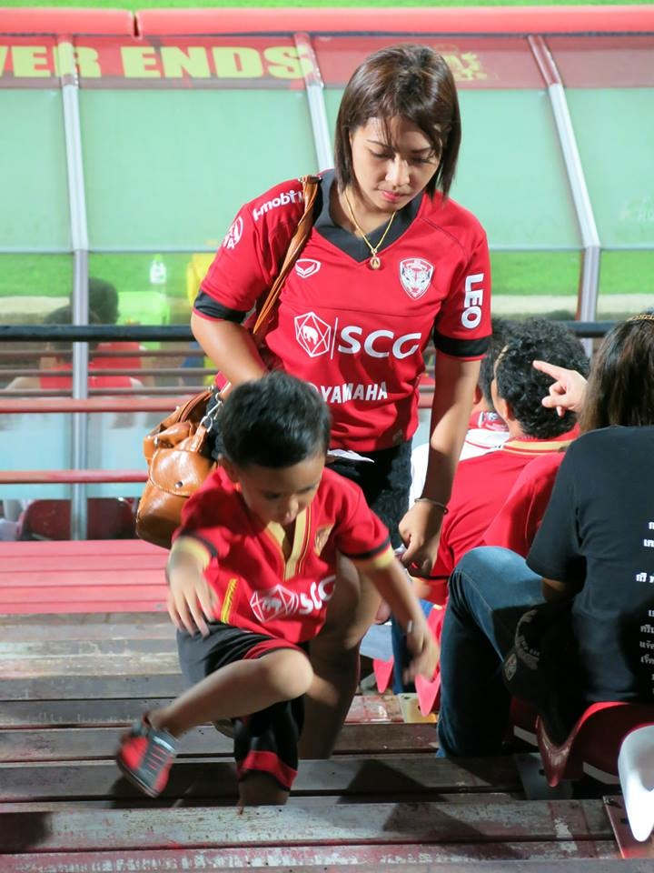Muangthong Fans Match vs. Army United May 31, 2014 - 05.jpg