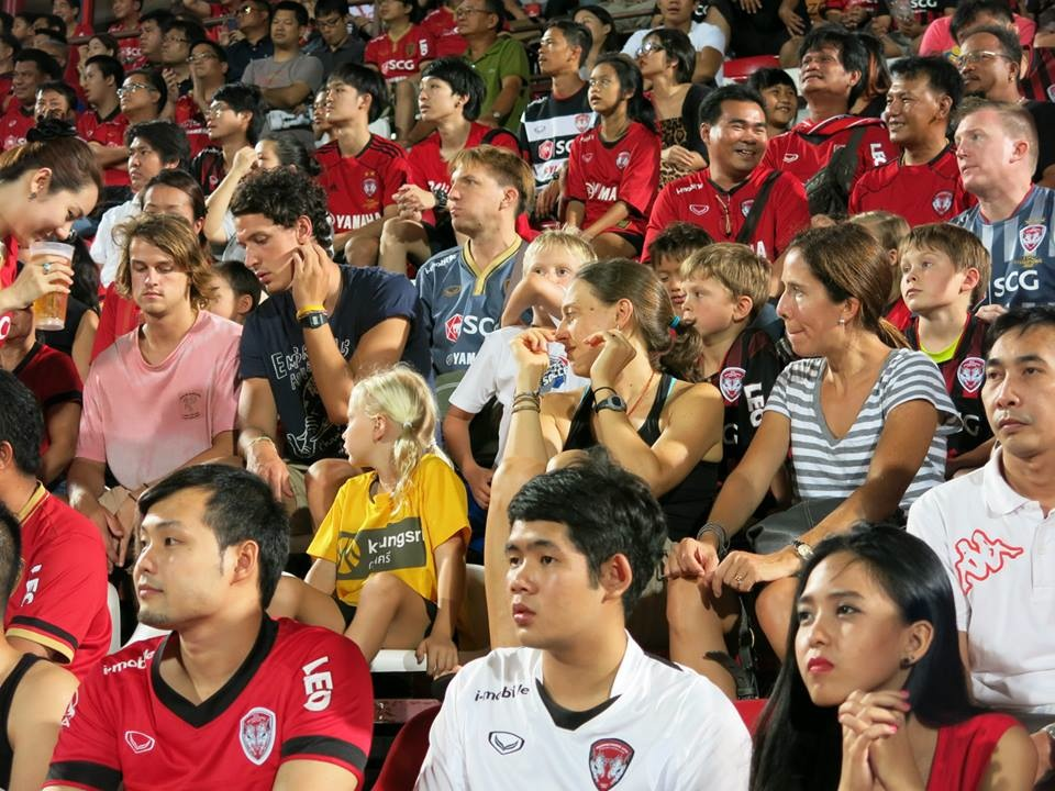 Muangthong Fans Match vs. Army United May 31, 2014 - 02.jpg