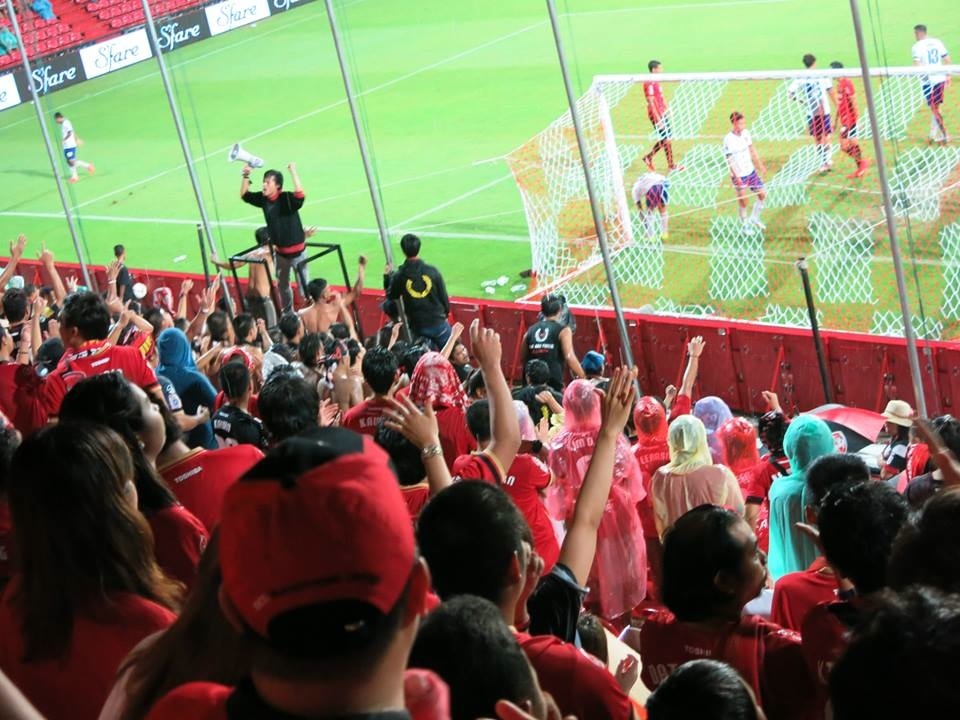 FAN PHOTOS - VS. SONGHKLA 13-JUL-2014 - 40.jpg