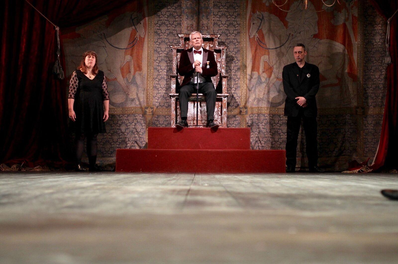 King Edward makes his decree