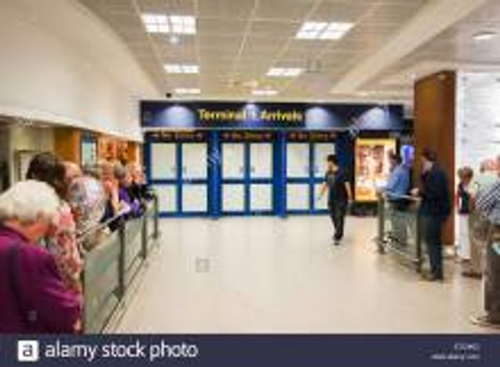 terminal-one-passenger-arrivals-gate-at-manchester-airport-uk-e7c9kd