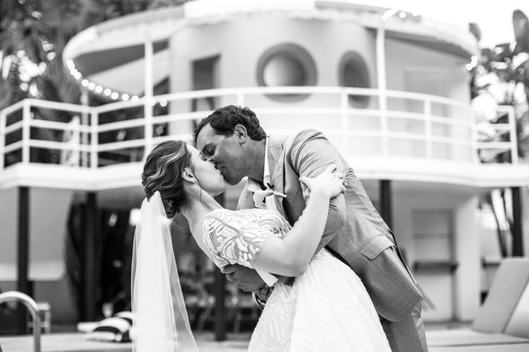 Pro-Golfer-Jared-Wood-and-bride-kiss-at-raleigh-hotel-wedding-raleigh-poolside