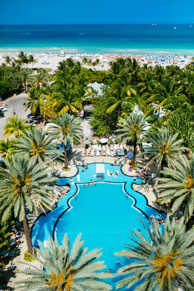 drone-wedding-photograph-of-raleigh-hotel-miami-pool