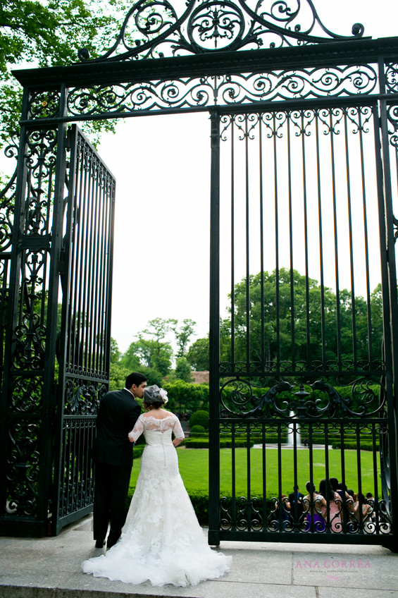 central-park-new-york-city-bride-at-gate