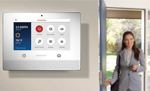 lcp500-l-honeywell-lyric-wireless-touchscreen-controller-wall-mounted-alarmclub-b.png
