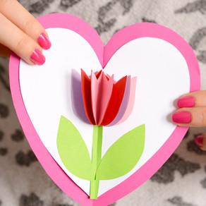 Tarjeta Pop-Up de cartulina con tulipán