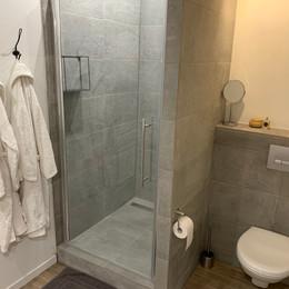 Gite Monfort shower.jpeg
