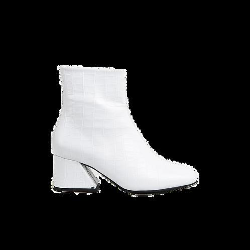UNREAL FIELDS | Doric - White  Leather Square Toe Boots
