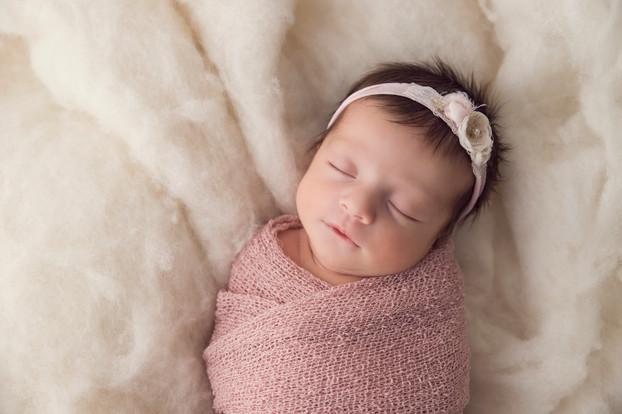 Neugeborenenfotografin Sarah Paier