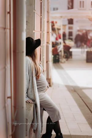 Babybauchshooting in der Stadt