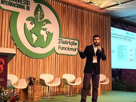 Dr. Daniel Barreto ministra palestra no XV Congresso de Nutrição Funcional sobre Imunossenescência