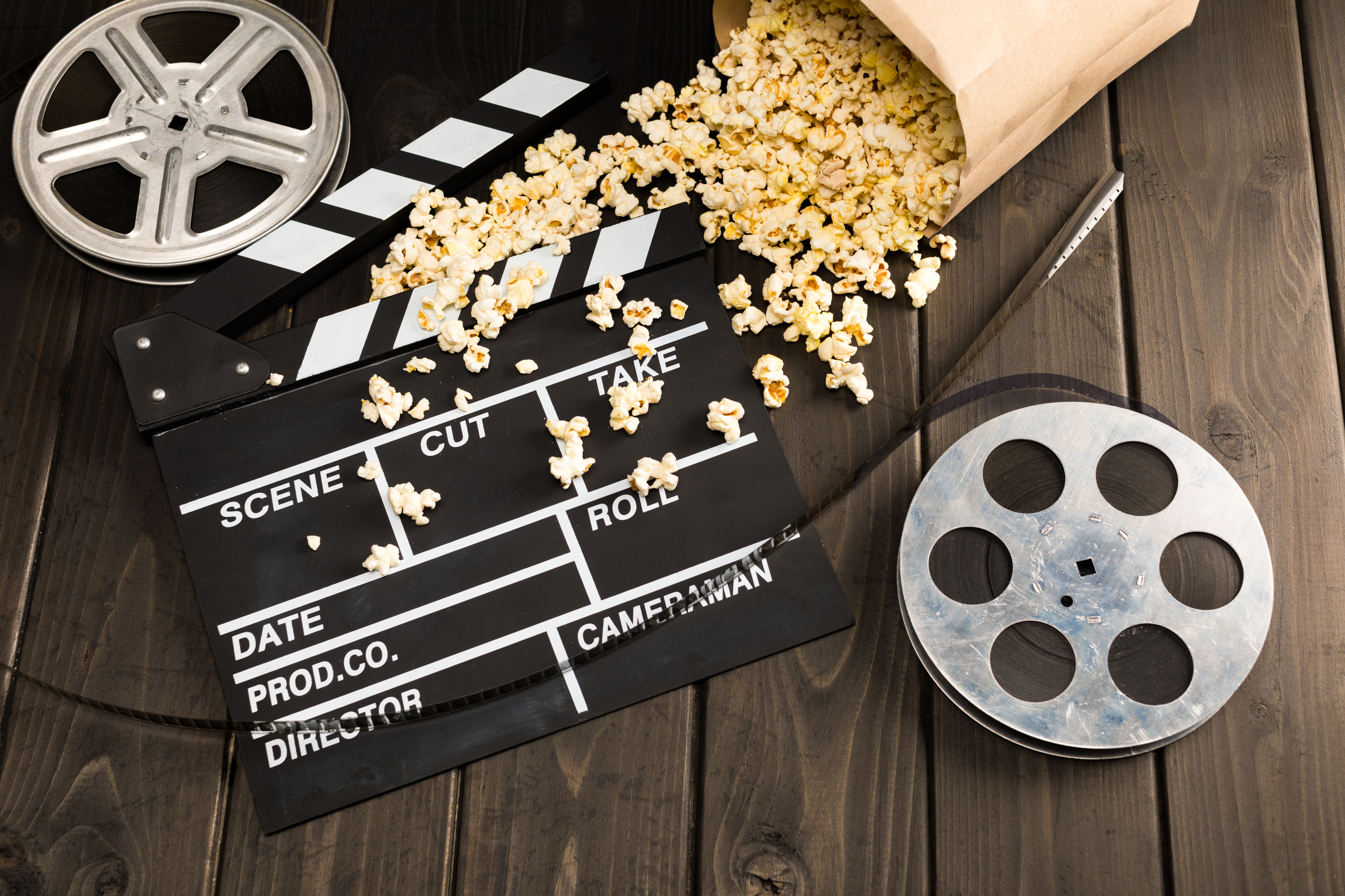close-up-view-of-popcorn-in-paper-container-and-movie-clapper-board-on-table,-Movie-time-concept-660