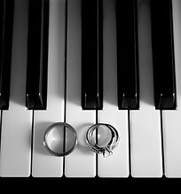 Piano with rings