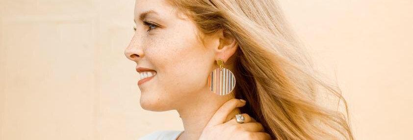 Jill Makes Clear Acrylic Stripe earrings - Circle