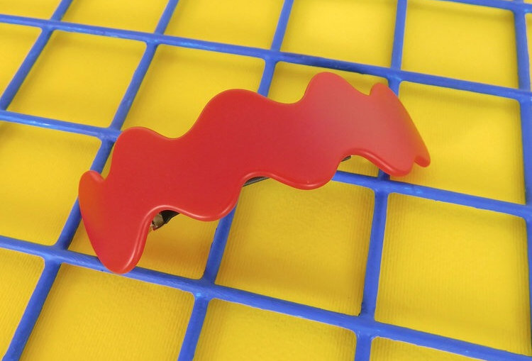 Chunks large wave barrette in red color