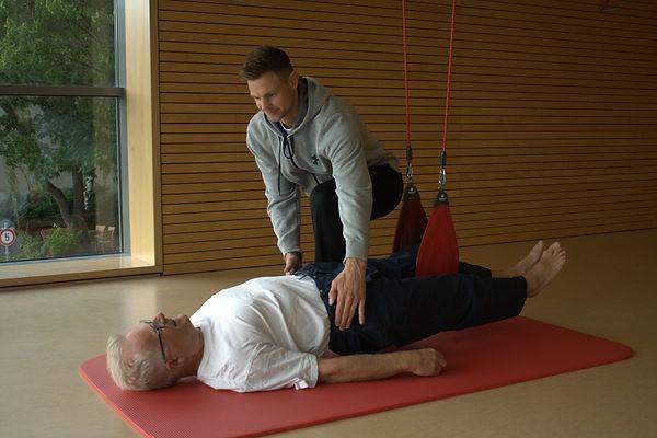 Rumpfstabilisation im Schlingentrainer - Korrektur der Hüftposition