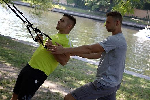 Kraft- und Stabilisationstraining mit dem Schlingentrainer im Personal Training