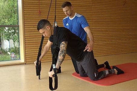 Liegestütz im Personal Training - Rumpfstabiliation mit de Schlingentrainer mit Johannes Boldt.