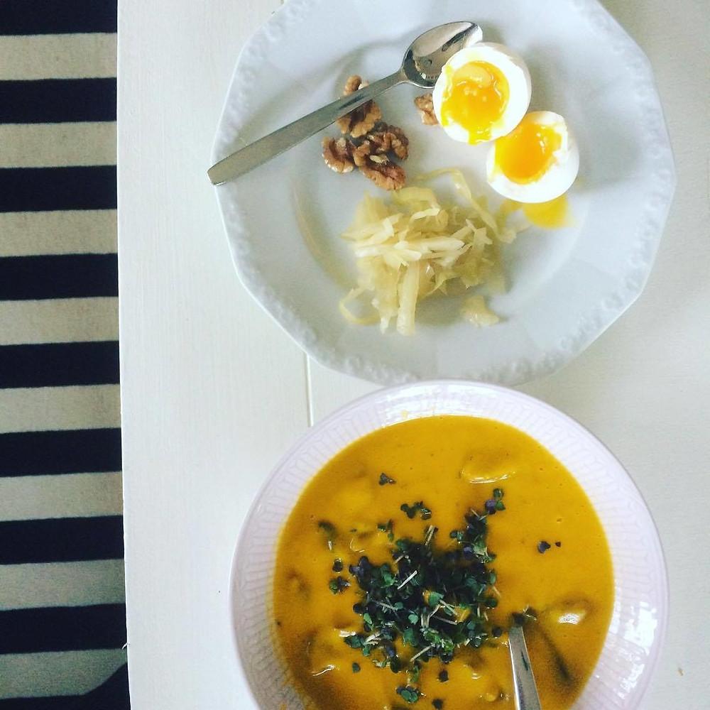 Solgul sötpotatis- och morotssoppa