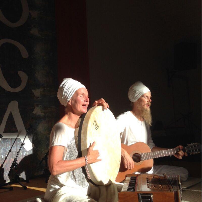 Mantrakonsert Annki Warberg Landahl & Klas Landahl Hälsosnack Live 2019