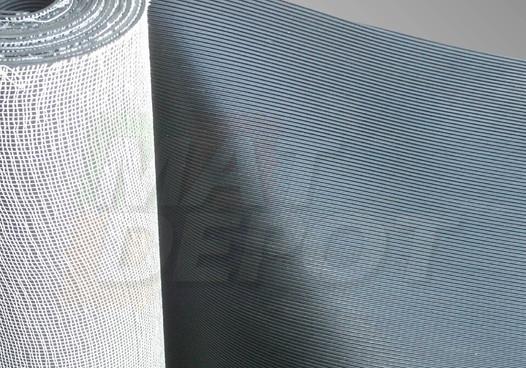 Tapete antiderrapante estriado base textil