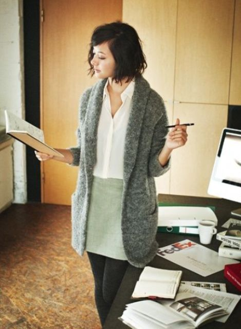 33-women's-casual-work-outfits-for-winter-warm-grey-cardigan