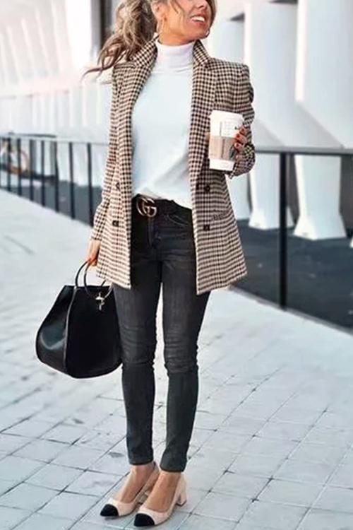 33-women's-casual-work-outfits-for-winter-short-coat