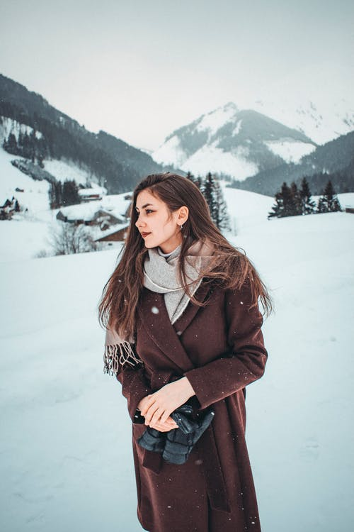 33-women's-casual-work-outfits-for-winter-brown-coat