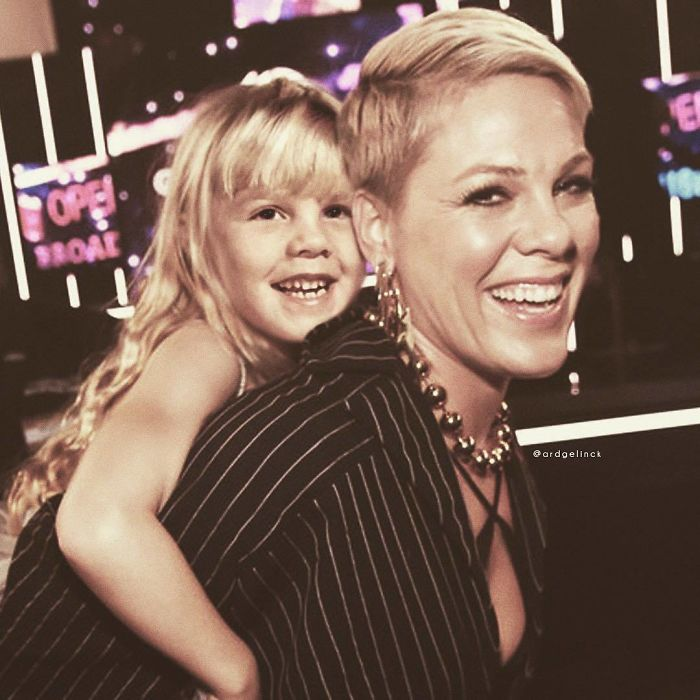 50-Celebrities-hanging-out-with their-younger-selves-pink