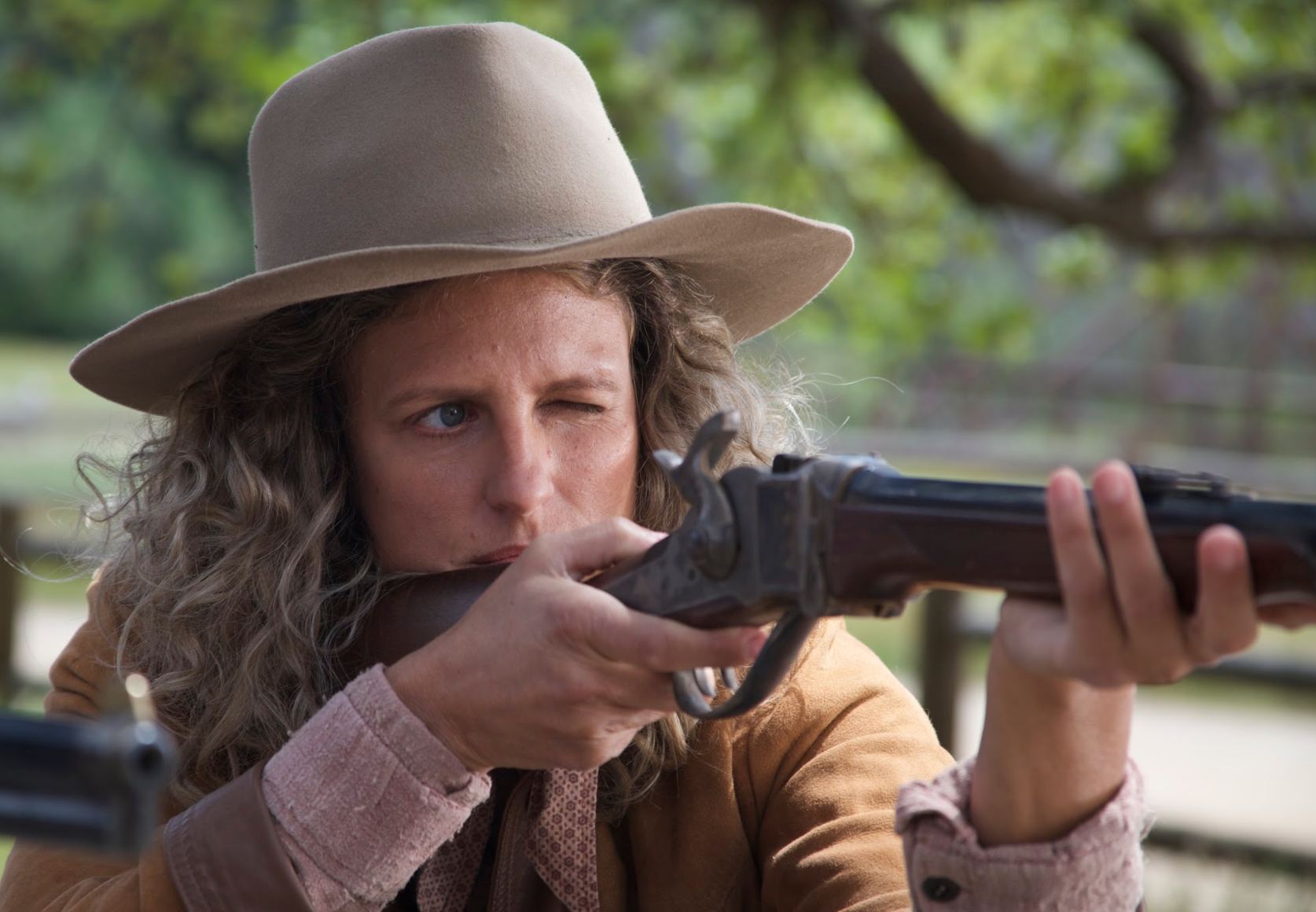 Marthy Calamity Jane and Sioux rifle