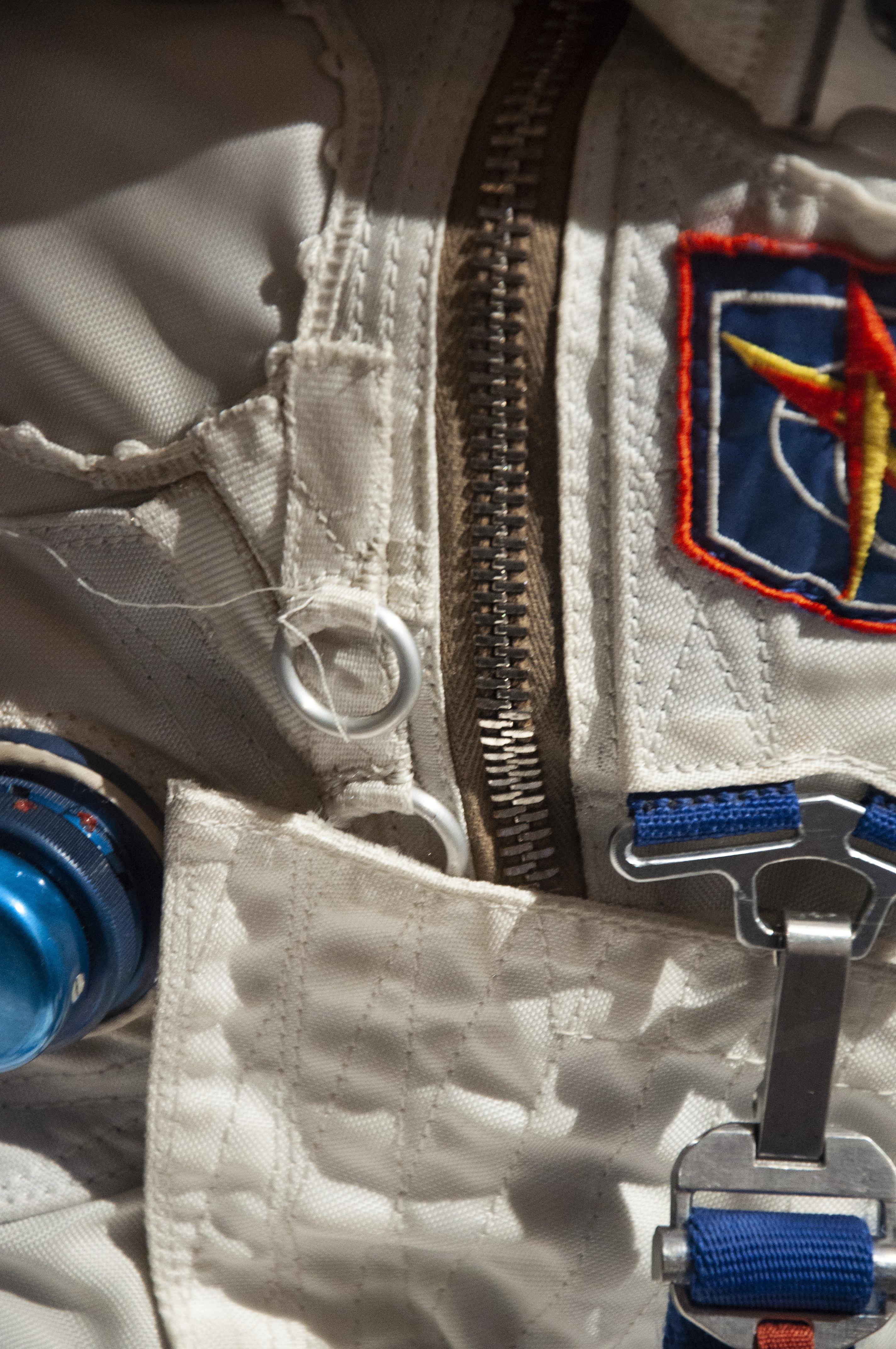 SpaceSuit_AndréKuipers_SpaceExpo012