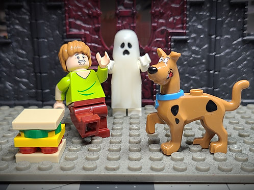 Scooby-Doo and Shaggy set with glow in the dark ghost!