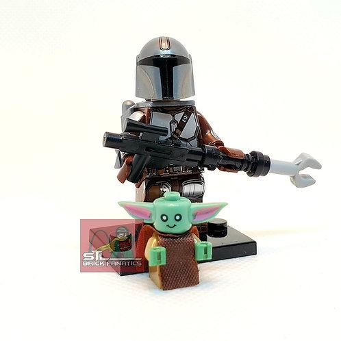 Mando w/Baby Yoda (Beskar)(Star Wars)