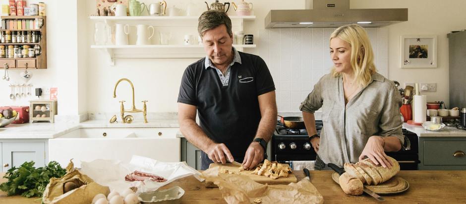 イギリスBBCの人気料理番組「マスターシェフ」のジョンもシェーカーキッチンを愛用
