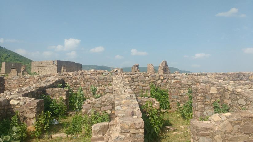 Bhangarh Fort Ruins.jpg