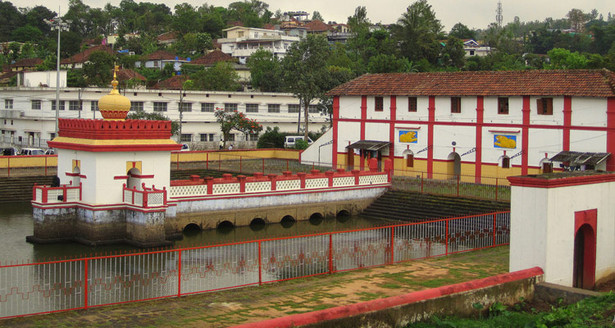 Omkareshwar Temple Madikeri.jpg